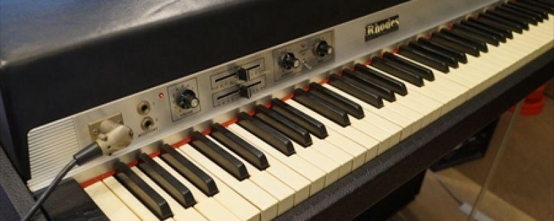 【機材情報】77年 Rhodes Mk1が導入されました!